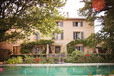 Demeure de famille : Coeur Chazay d'azergues - Chazay-d'Azergues - Bed & Breakfast