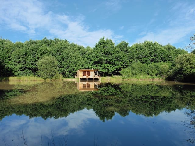 Cabin for 2 on the water - Saint-Géraud-de-Corps, France - Zomerhuis/Cottage
