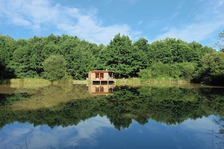 Cabin for 2 on the water - Saint-Géraud-de-Corps, France - Blockhütte