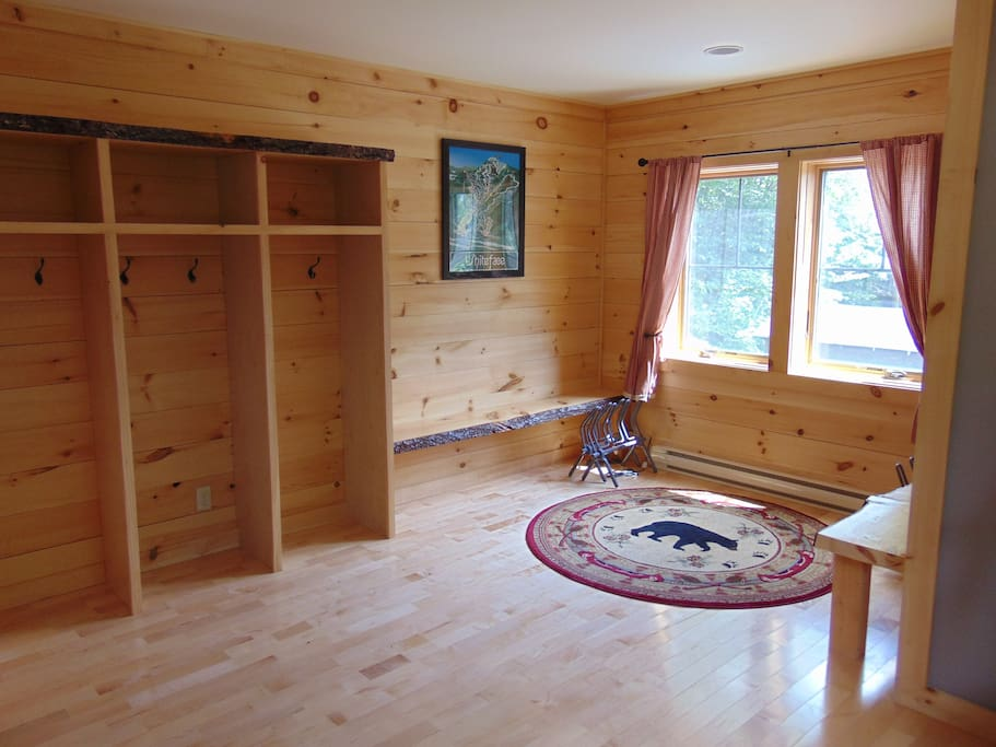 Foyer/Mudroom - cubbies & benches
