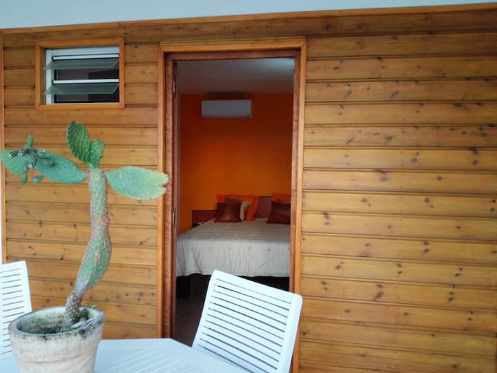 Apartment with one bedroom in Le Moule, with wonderful mountain view, shared pool, furnished garden