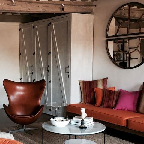 Iconic interior design throughout the apartment
