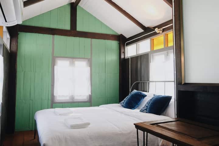 บ้านเสงี่ยม-มณี Baan Sa ngiam-Manee (Green Room)
