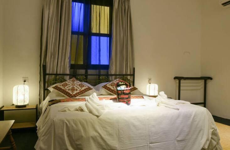 OHANA HOUSE-Deluxe Double Room - Melaka - Bed & Breakfast