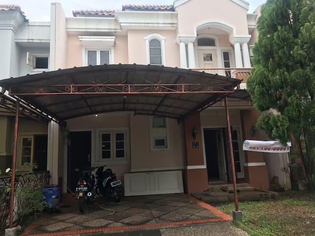 Andri's house @Raflesshill cibubur (Annually rent)