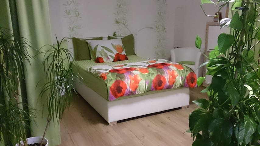 Sleeping airea with boxspring bed /Schlafbereich mit Boxspring Bett 140cm x 200cm.