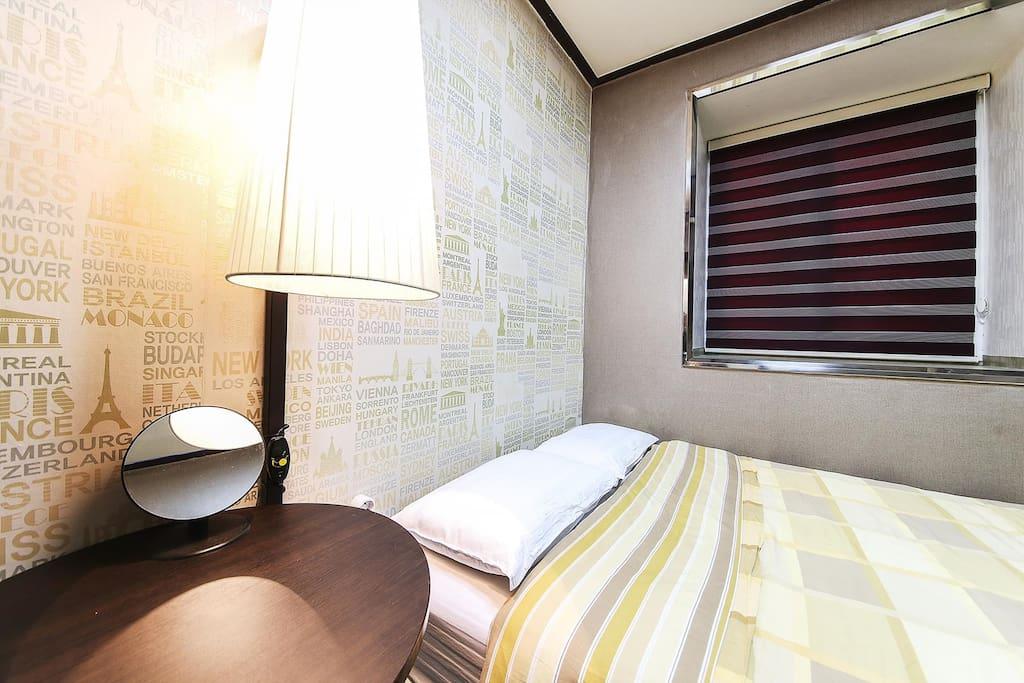 房型:一大床,房間內設有有線電視、wifi