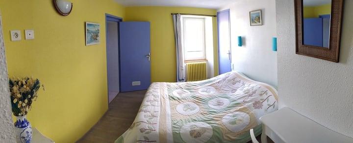 "Bed & Breakfast Chasseradès ""chambre Provençale"""