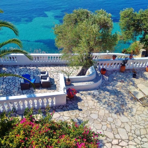 Gerekos Villa & its private beach - Corfu - House