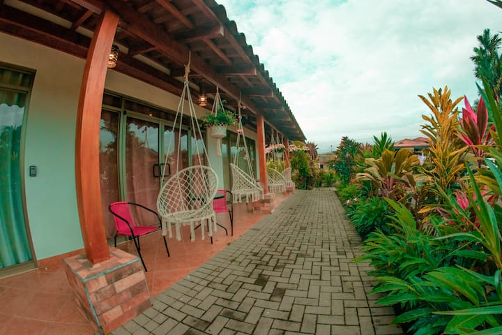 *Arenal Joy*-Volcano view, A/C, 4-5 people,kitchen
