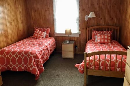 Lovely and Private Room in Shared Beach House. - Ocean Beach - 独立屋