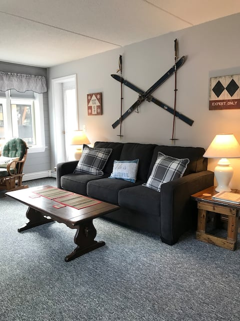 Ski in/out newly renovated 1brm condo at Pico base