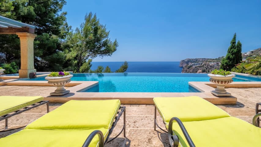 FABULOUS VIEWS AT CALA LLAMP