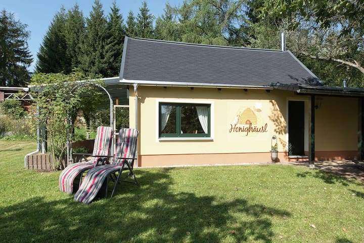 A cosy, two-person holiday home in the middle of the Ore Mountains Natural Park.