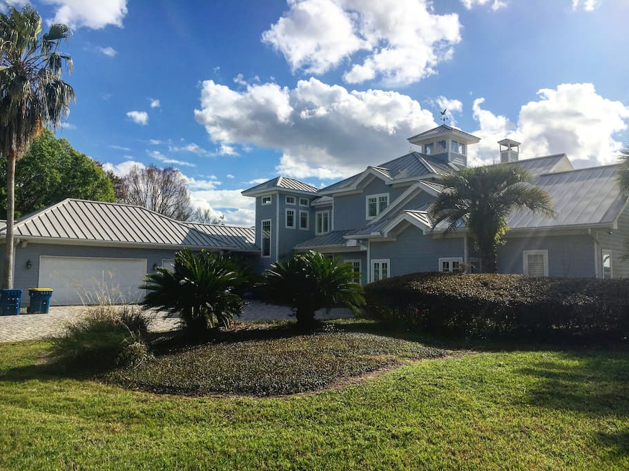 2.75 Acre Executive Riverfront Florida Estate