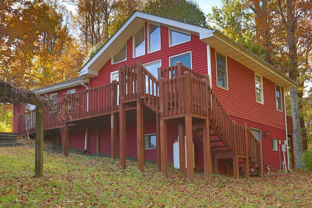 Cantrell cottage secluded mountain cottage views for Cabins near hendersonville nc