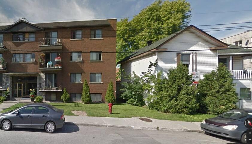 Lower Room C21-R2 Condo du Sacre Coeure - Montréal - Apartment