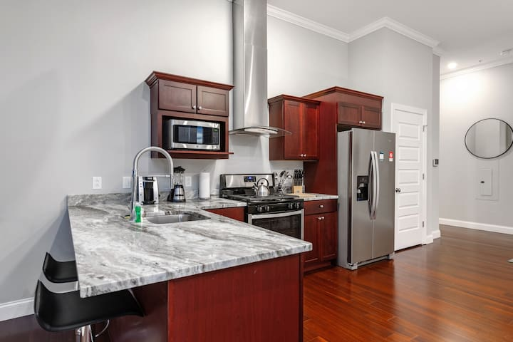 Lavish 2BR|GYM|near The Carnegie Center by GLS