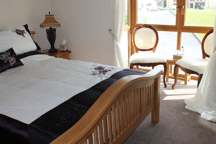 Superior Double Room with en-suite - Rooskey - Bed & Breakfast