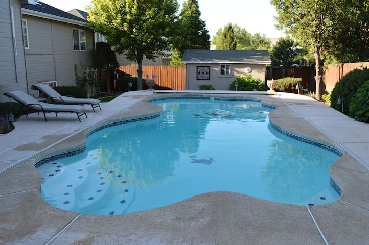 Private accommodations located in South Richland!