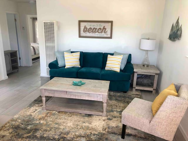 Monthly Rental - Fully Remodeled Beach Cottage