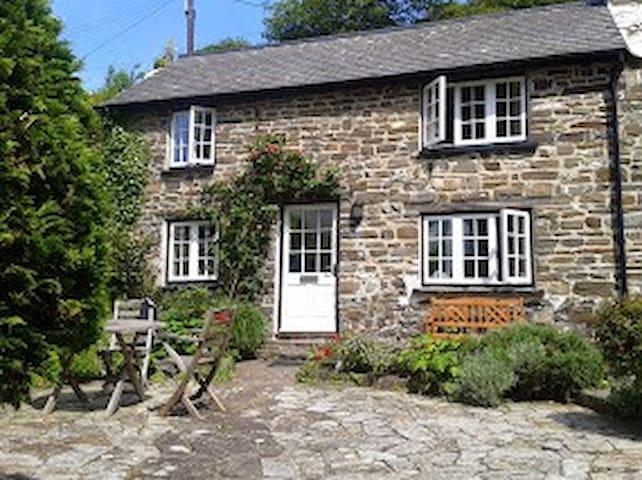 Driftwood - picturesque cottage on the Devon coast