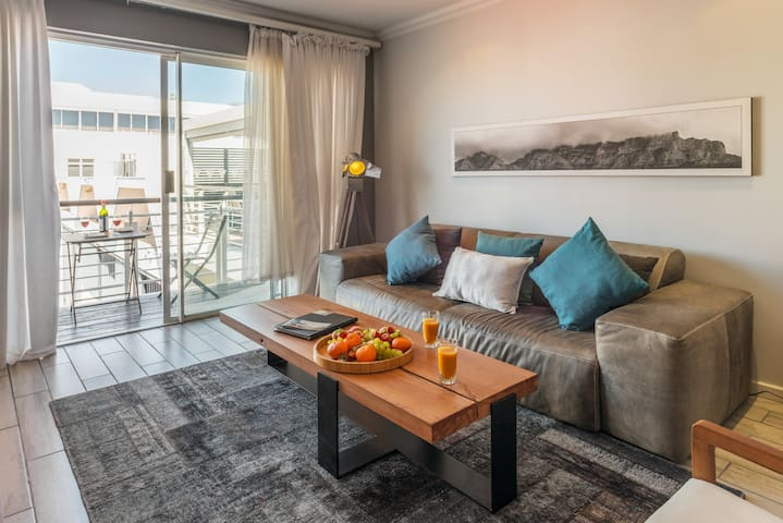 1 Bed Mouille Point Yacht Marina | 516 Granger