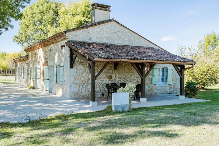 Spacious Holiday Home in Saint-Nexans with Terrace