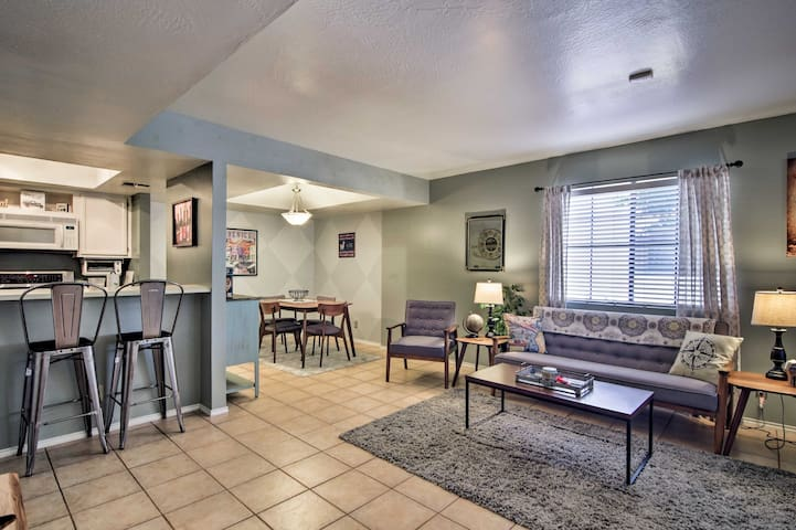 NEW-Luxury Condo w/Furnished Patio 3mi to Old Town
