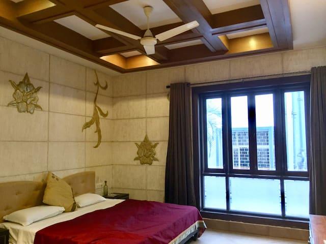 City centre comfort in a luxurious villa