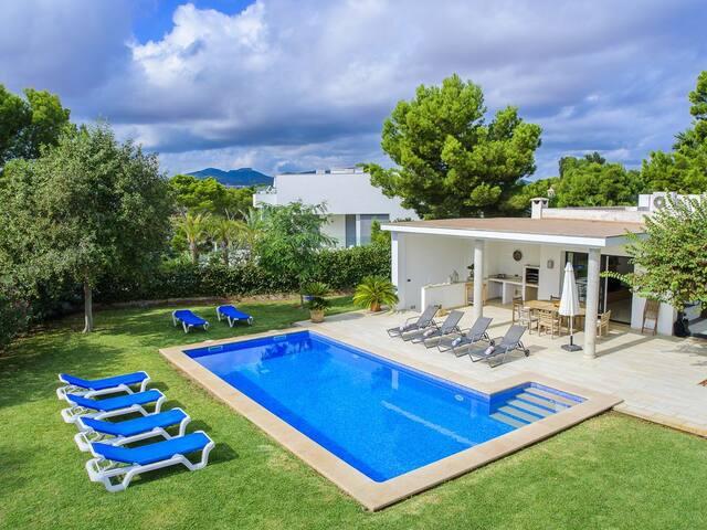 Villa Moderna y Exclusiva con Piscina