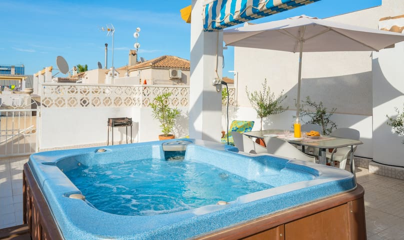 Private Hot Tub and communal pools - Orihuela