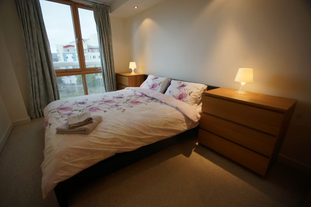 Bedroom With Super KingSizzzze Bed