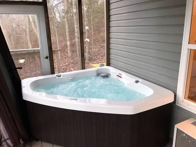 Beaver Lake Haven, Hot Tub, Kayaks, Water Front with Dock, Screened Deck, Kitchen, Luxury Lake Front