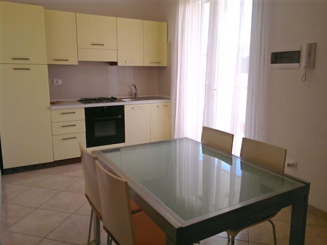 IN CENTRO CASE NUOVE A 200m DAL MARE - Torre Dell'orso - Apartment