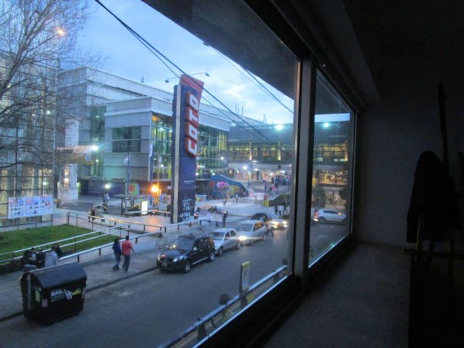 Vista shopping abasto, zona de bares, cine y mucho tango.