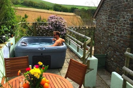 CROYDE THATCHERS HIDEAWAY | 2 Bedrooms - Croyde