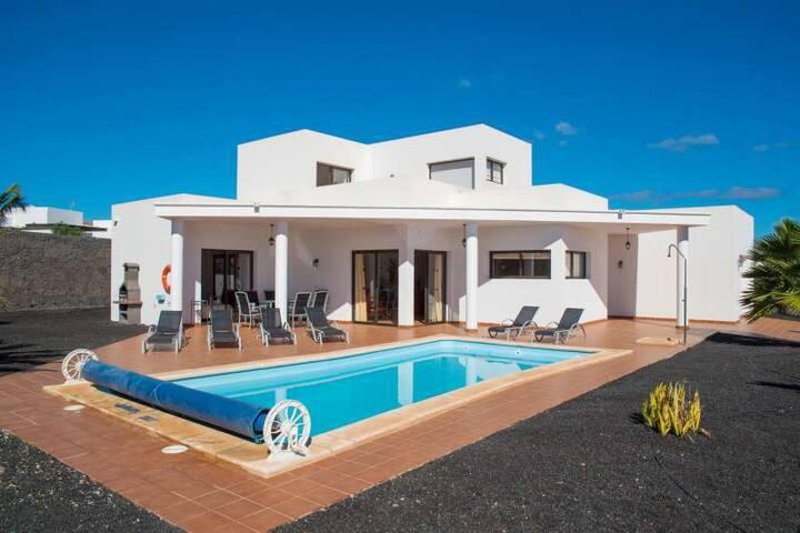 Villa ZABLANTRI in Playa Blanca for