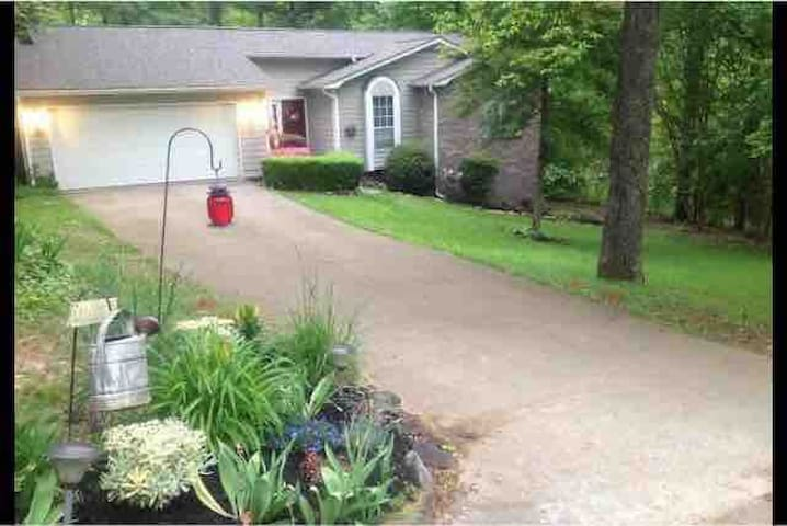 3Bd/2Ba Comfortable, Clean & Perfect Location!!