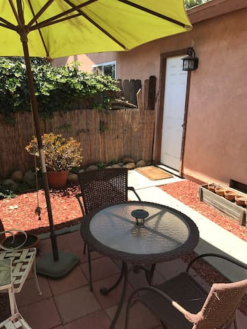 Charming Studio close to the beach and UCSB!