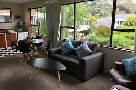 Townhouse overlooking park, Port hills and sea. - Christchurch