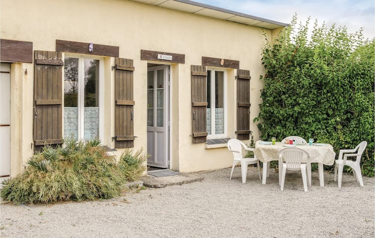 Awesome home in Anneville sur Mer with 2 Bedrooms