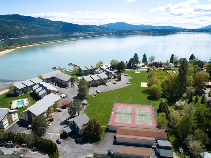 New Updated Condo on Lake Pend Oreille w/Boat Dock
