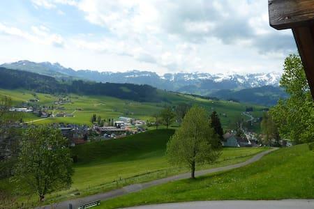 Traumsicht im Appenzellerland - der Alpstein lockt - Gais - Apartament
