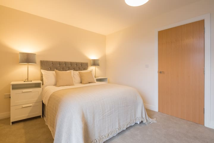 Town Centre, spacious & quiet apartment