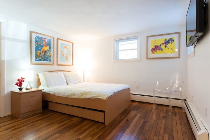 Guest Suite (Private Bath & Entry) - Marblehead - House