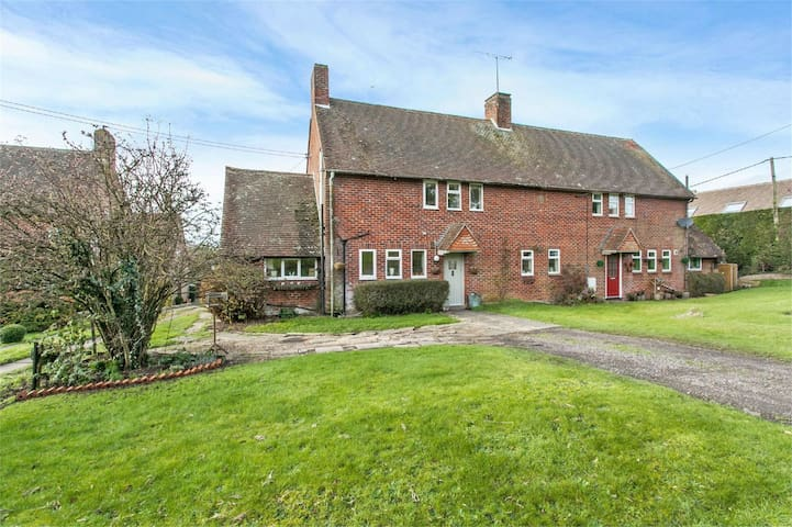 Rural retreat 7 miles north of Winchester - Stoke Charity