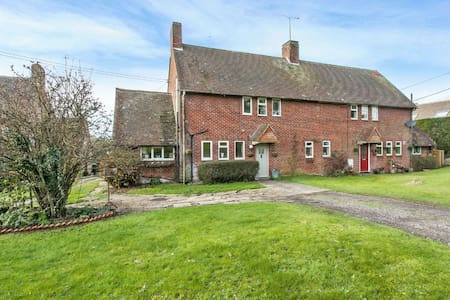 Rural retreat 7 miles north of Winchester - Stoke Charity - House