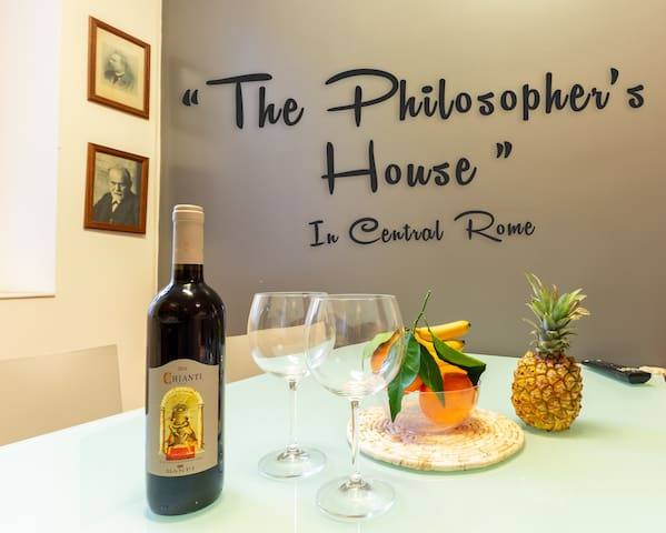 "S&G Apartment's ""The PHILOSOPHER'S house"" 4 sleeps"