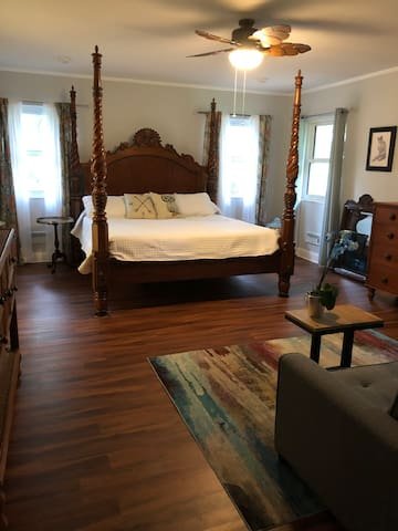 Betton Hills Treehouse Master Suite